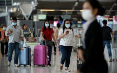 Travelers in the airport during the pandemic.